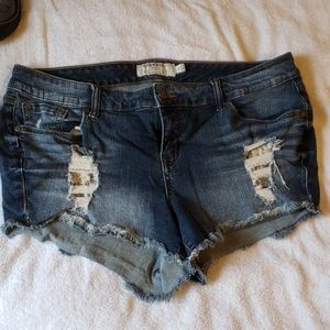 Cute torrid distressed with lace peekaboo! size 16